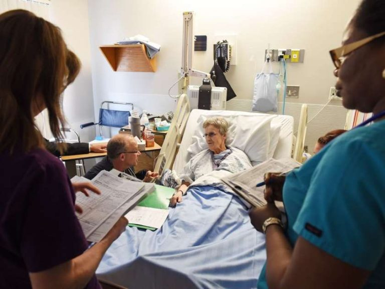 Lead provider and patient discuss care plan during SIBR rounds